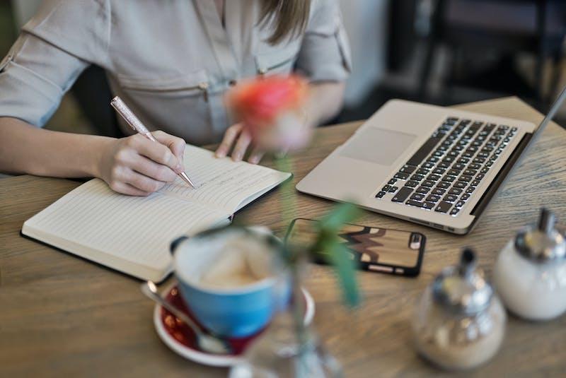 Một bài viết chuẩn SEO phải bắt đầu từ một ý tưởng, nền tảng thông tin chính xác được trình bày rõ ràng.